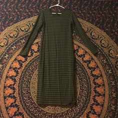 Dress Green and black long sleeve body-con dress. Never worn. Forever 21 Dresses Long Sleeve