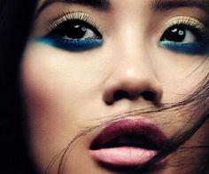 Ombretto blu nella rima inferiore per occhi castani