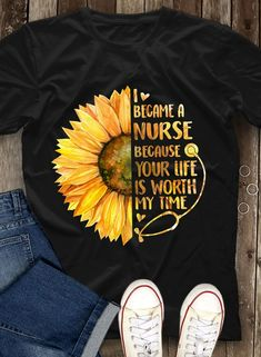 Medical assistant shirts nursing schools 37 Ideas for 2019 Nursing Career, Nursing Graduation, Nursing Tips, Nursing Programs, Nursing Major, Nursing Party, College Nursing, Graduation Pics, Becoming A Nurse