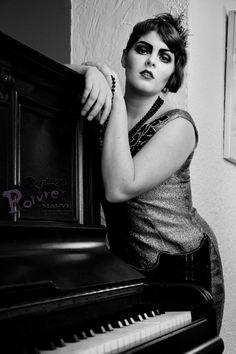20's Piano girl