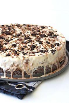 Oreo Ice Cream, Ice Cream Pies, Ice Cream Cookies, Chocolate Ice Cream, Macadamia Nut Cookies, Chocolate Macadamia Nuts, Chocolate Shavings, Chocolate Syrup, Round Cake Pans