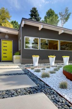 Easy Desert Landscaping Tips That Will Help You Design A Beautiful Yard Pebble Landscaping, Landscaping With Rocks, Modern Landscaping, Front Yard Landscaping, Landscaping Ideas, Patio Ideas, Yard Ideas, Modern Landscape Design, Landscape Plans