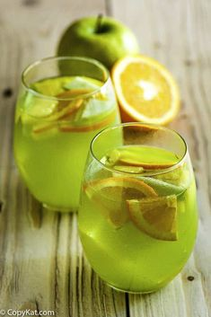 Jump to Recipe Print RecipeHave you tried the Olive Garden Green Apple Moscato? It is a delicious fall inspired sangria that is super easy to make. The Olive Garden Green. Olive Garden Sangria Recipe, Olive Garden Recipes, Olive Garden Moscato, Holiday Drinks, Summer Drinks, Fun Drinks, Alcoholic Beverages, Cold Drinks, Sangria Recipes