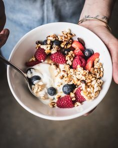 Catia Lemmi is a creative director and brand stylist based in London. Amazing Food Photography, Breakfast Photography, Breakfast Recipes, Breakfast Ideas, Love Food, A Food, Creative Food, Food Design, Fitness Foods