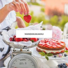 Mansikkakakku - Leivonta - Annin Uunissa Chocolate Fondue, Food And Drink, Drinks, Desserts, Cakes, Drinking, Tailgate Desserts, Beverages, Deserts