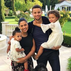 A look into the family life of Golden State Warriors star Wardell Stephen Curry II Stephen Curry Family, The Curry Family, Ayesha Curry, Golden State Warriors, Ryan Curry, Faith Based Movies, Shooting Guard, High Fashion Models, Photos 2016