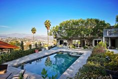 Apartment in Los Angeles, United States. Centrally located in Los Angeles just 15-20 min from Downtown LA, Hollywood, Glendale, Burbank,  Pasadena, & other neighboring cities.  Private compound with breathtaking views and access to pool and spa.  Free gated parking.  20 mins from Burbank...
