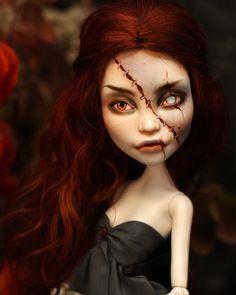 La imagen puede contener: una persona Custom Monster High Dolls, Monster High Repaint, Monster Dolls, Custom Dolls, Fairy Figurines, Fantasy Photography, Dress Up Dolls, Doll Repaint, Weird World