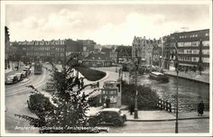 Gezicht in zuidelijke richting over de Kostverlorenvaart met achter de sluis de Schinkel. Rechts de Sloterkade met o.a. het Aalsmeerder Veerhuis. Links de Dubbele buurt en de Amstelveenseweg. Een kiosk, de Overtoomsesluis met een sluiswachtershuisje. Rechts brug 199 die van 1924 tot 1949 dienst deed. Tram lijn 1, Beeldbank Prentbriefkaarten - Vereniging Vrienden van de Amsterdamse Binnenstad