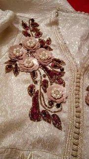 تنبات بالزمرد والموزونة موديلات للإستفادة في تناسق الألوان والشكل Zardosi Embroidery, Hand Embroidery Dress, Bead Embroidery Patterns, Silk Ribbon Embroidery, Beading Patterns, Embroidery Stitches, Embroidery Designs, Crystal Embroidery, Pearl Boutique