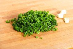Bylinková sůl ve třech snadných krocích – Kuchařka pro dceru Parsley, Herbs, Food, Essen, Herb, Meals, Yemek, Eten, Medicinal Plants