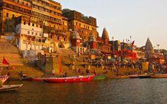Varanasi,India. Située sur la rive gauche du Gange, la ville est considérée comme l'une des villes les plus anciennement habitées du monde.