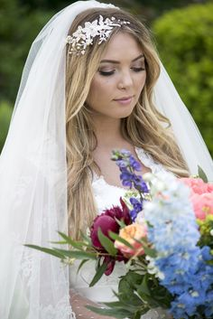 Confused about veils? Read our easy to understand veils guide here >>