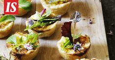 Suolaiset piirakat ovat aina juhlien suosituin tarjottava. Baked Potato, Tacos, Mexican, Potatoes, Baking, Ethnic Recipes, Food, Potato, Bakken