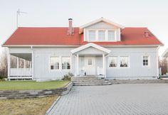 Komea Älvsbytalon Tuulikki: 1,5-kerroksinen, 4 huonetta, keittiö ja sauna Huoneistoala: 101,5 m² Kerrosala: 112,5 m² Esivalmisteltu yläkerta: 47 m² .