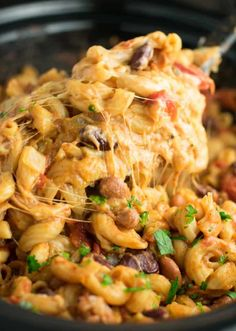 This Slow Cooker Vegetarian Chili Mac Recipe is made all in the crockpot (even the noodles! A super easy vegetarian crockpot recipe to feed a crowd. Vegetarian Crockpot Recipes, Vegetarian Chili, Slow Cooker Recipes, Beef Recipes, Healthy Recipes, Veggie Chili, Healthy Eats, Recipies, Cooking Recipes
