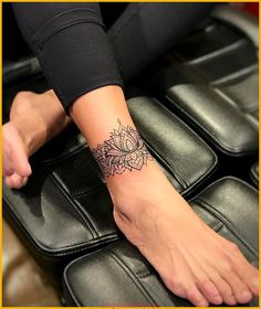 - You are in the right place about Foot Tattoos matching Here we offer you the. - – You are in the right place about Foot Tattoos matching Here we offer you the most beautiful p - Beautiful Flower Tattoos, Pretty Tattoos, Cute Tattoos, Leg Tattoos, Tiny Foot Tattoos, Henna Foot Tattoos, Ankel Tattoos, Tribal Foot Tattoos, Tatoos