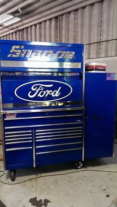Now that's a tool box - Tools / Workshop / Garage - Welcome Crafts Garage Tools, Car Tools, Garage Shop, Garage Ideas, Shop Organisation, Garage Workshop Organization, Garages, Mechanic Tool Box, Mobile Workshop