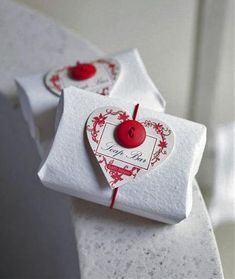40 Most Creative Christmas Gift Wrapping Ideas Wrapping Gift, Wrapping Ideas, Creative Gift Wrapping, Christmas Gift Wrapping, Gift Wraping, Creative Christmas Gifts, Creative Gifts, Holiday Gifts, Soap Packaging