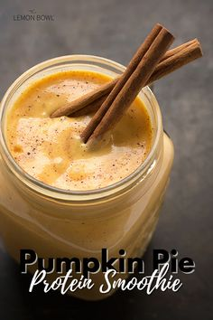 A protein-packed, thick and creamy smoothie that tastes like pumpkin pie in a glass! Pinapple Smoothie Recipes, Basic Smoothie Recipe, Raspberry Smoothie, Pineapple Smoothies, High Protein Smoothies, Protein Smoothie Recipes, Vegan Smoothies, Diabetic Smoothies, Organic Smoothies