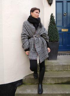 El otro día el tiempo nos dio una  tregua mientras paseábamos por el centro de Londres y pudimos sacar unas  fotitos con el look que eleg...