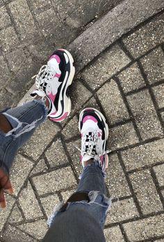 Price of Your size Balenciaga Triple S Trainers PINK / Black sneakers Balenciaga Sneakers, Pink Balenciaga, Cute Sneakers, Black Sneakers, Black Vans, Pink Black, Sneakers Fashion, Fashion Shoes, Mode Instagram