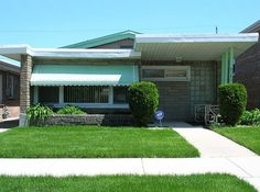 Cute Mid Century home in the Chicago area, photographed by find myself a city to live in.