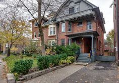 19 Maple Avenue is a classic Rosedale home that boasts many of the benefits of residing in one of Toronto ritziest neighbourhoods. The house itself. Red Brick Paint, Red Brick Exteriors, Toronto Houses, Brick Colors, House Siding, Reno, House Painting, Decoration, Curb Appeal