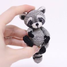 Raccoon tori pattern by anastasia kirs – Artofit Amigurumi Passo a Passo No photo description available. This Pin was discovered by Sha Crochet Diy, Crochet Amigurumi, Crochet Bunny, Amigurumi Toys, Crochet Animals, Crochet Crafts, Crochet Dolls, Crochet Projects, Crochet Patterns Amigurumi