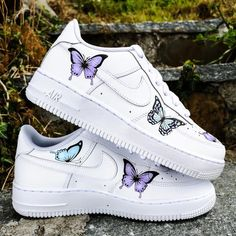 Custom sneakers Nike Air Force 1 ''Butterflies'' - These factory shoes Nike Air Force 1 were upgraded with some unique customisation. Colors can be changed according to your request. Due to the large r. Cute Nike Shoes, Cute Nikes, Nike Shoes Outfits, Nike Clothes, Sneakers Mode, Custom Sneakers, Sneakers Fashion, Fashion Outfits, Sneakers Shoes