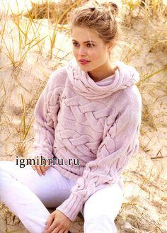 Теплый мягкий пуловер розового цвета с крупными косами, связанный в поперечном…