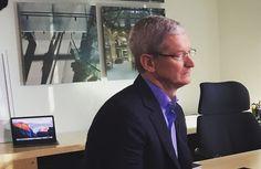 Tim-Cooks-office-Apple-Store-prints.jpg (776×504)