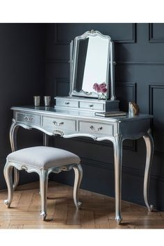 Luxe Silver Dressing Table This silver leaf Chic dressing table is made from Mindy Ash and features three practical drawers. A French styled, timeless classic to be enjoyed through the generations. Shabby Chic Dressing Table, Bedroom Dressing Table, Dressing Table With Stool, Dressing Table Mirror, Dressing Tables, Silver Furniture, French Furniture, White Bedroom Furniture Uk, Rococo Furniture