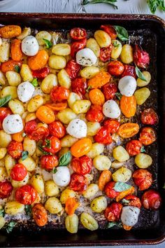 Sheet Pan Gnocchi with Cherry Tomatoes and Mozzarella Minute Dinner) from The Food Charlatan. This Sheet Pan Gnocchi looks deceptively fancy. But it's basically 4 ingredients (gnocchi, tomatoes, oil, mozzarella) and is a killer 30 minute dinner! Hold o Easy Summer Dinners, Summer Dinner Ideas, Dinner For One, 30 Minute Dinners, Cooking Recipes, Healthy Recipes, Summer Vegetarian Recipes, Vegetarian Gnocchi Recipes, Family Vegetarian Meals