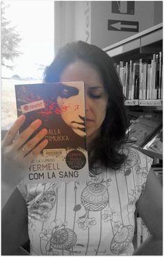 """Divendres!!! Ja casi estem de vacances! #bookfacefriday d'avui:""""Vermell com la sang"""" de Salla Simukka."""