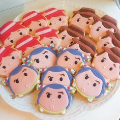 Toy story TSUM TSUM cute icing cookies - party food idea - theme party Toy Story Theme, Festa Toy Story, Toy Story Party, Toy Story Birthday Cake, Tsum Tsum Toys, Tsum Tsum Party, Dibujos Toy Story, Toy Story Cookies, Cookies