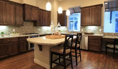Urban Living - Warm kitchen with a convieniant desk