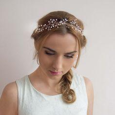 Starannie wyplatana ślubna ozdoba do włosów z kryształkami i koralikami :)  Dostępna w sklepie internetowym Madame Allure!