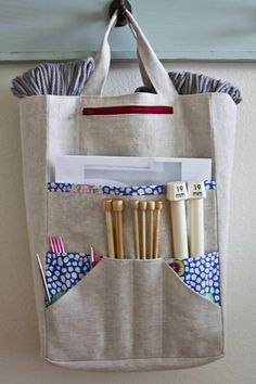 Amanda's Knitting Bag Pattern by The Sometimes Crafter // $9 PDF download