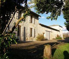 La route des vins de Blaye à Bordeaux : entre chateaux, vignes et villages pitoresques de pierre, petits ports, cabanes sur pilotis ... la route de la Corniche est magnifique.