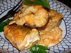 Для приготовления скумбрии, запечённой в горчичном соусе, понадобится: Скумбрия - 2 рыбки;. Репчатый лук - 1 шт.;. Майонез - 2 ст. л.;. Соевый соус - 3 ст. л.;. Горчица - 2 ст. л.;. Зелень для подачи....