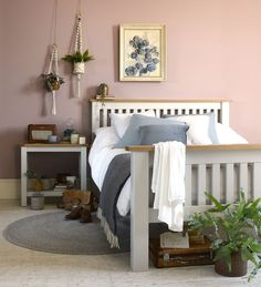 43 dusty pink bedroom walls that can be pretty and peaceful 1 Home Decor Bedroom, Grey Bedroom With Pop Of Color, Bedroom Interior, Bedroom Design, Dusty Pink Bedroom, Rose Bedroom, Pink Bedroom Walls, Bedroom Colors, Grey Painted Bed
