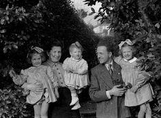 Italian Vintage Photographs ~ #Italy #Italian #vintage #photographs #family #history #culture ~ tutti ridevano by big camera
