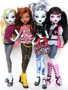 Lagoona, Clawdeen, Frankie, and Draculaura. I love custom outfits. <3
