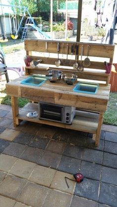Mud kitchen Outdoor kitchen Pallet upcycle  Made this for my kids! They love it and havnt left it alone! They use it with the sandpit!