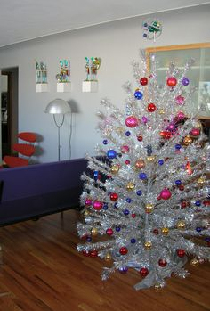 Mid-century Christmas tree for today. Beautiful!