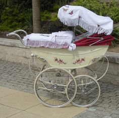 For Fans of Silver Cross and all Vintage Prams Pram Stroller, Baby Strollers, Silver Cross Prams, Old Cribs, Bring Up A Child, Vintage Pram, Prams And Pushchairs, Baby Buggy, Dolls Prams