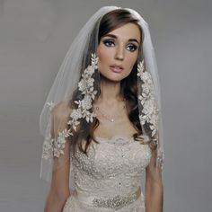 MYYBLE 2020 Short Wedding Veils with Lace Cheap Imported Silver Thread Flower Bridal Veil 2 Tier with Comb Wedding Accessories White Bridal, Bridal Lace, Wedding Veils, Wedding Dresses, Bridal Veils, Fil D Argent, Short Veil, Cheap Flowers, Wedding Accessories