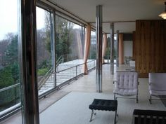 Villa Tugendhat / Mies van der Rohe: The steel-and-glass home feature an open plan, simple forms and large walls of glass that directly connected the interior with the gardens outside. Mies worked with interior designer Lilly Reich and specified all of the furnishings with lavish materials of various woods, stones, velvets, silks and leathers. Bauhaus, Villa Tugendhat, Gothic Buildings, Ludwig Mies Van Der Rohe, Brutalist, Interior Architecture, Arch Interior, Interior Design, Amazing Architecture