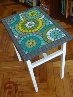 Mosaic trays and boxes Mosaic Outdoor Table, Mosaic Tile Table, Mosaic Tray, Tile Tables, Mosaic Glass, Mosaic Crafts, Mosaic Projects, Mosaic Designs, Mosaic Patterns